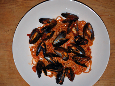 Linguini with Mussels and Bacon